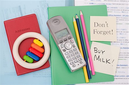 Reminder notes on parent's notebook Stock Photo - Premium Royalty-Free, Code: 614-03577059