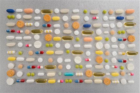 Rows of pills on grey background Stock Photo - Premium Royalty-Free, Code: 614-03577276