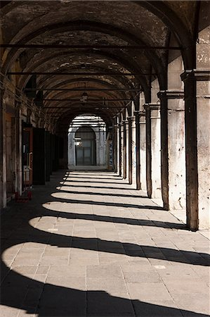 Portico of Fabbriche Nuove, Venice, Italy Stock Photo - Premium Royalty-Free, Code: 614-03684351