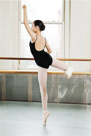 Ballerina en pointe Stock Photo - Premium Royalty-Free, Code: 614-03684403