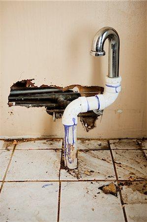 Damaged sink pipe Stock Photo - Premium Royalty-Free, Code: 614-03747700