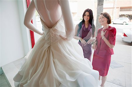 Mother and daughter looking at wedding dress in shop window Stock Photo - Premium Royalty-Free, Code: 614-03763890