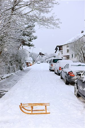 small town snow - Sledge and parked cars in winter Stock Photo - Premium Royalty-Free, Code: 614-03981549