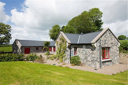 Exterior of rural Irish cottage Stock Photo - Premium Royalty-Free, Code: 614-03982104