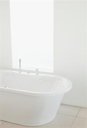 Bathroom in luxury villa Stock Photo - Premium Royalty-Free, Code: 618-05761652