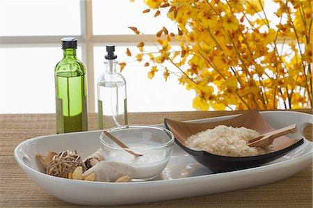 Bath salt, coconut milk and bottles at spa Stock Photo - Premium Royalty-Free, Code: 618-06119195