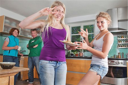 preteen dancing - Family in kitchen, having fun Stock Photo - Premium Royalty-Free, Code: 618-06318337
