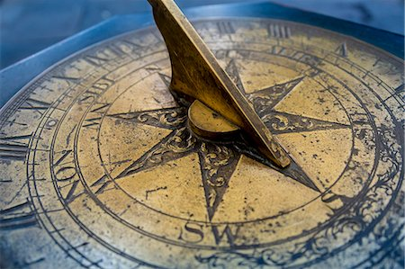 Antique brass sun dial Stock Photo - Premium Royalty-Free, Code: 618-06503901