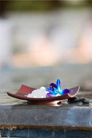 Bath salts with blue orchid by pool's edge in spa Stock Photo - Premium Royalty-Free, Code: 618-06539046