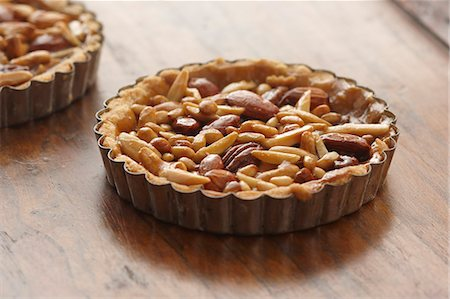 Nut Tart Stock Photo - Premium Royalty-Free, Code: 618-06618181
