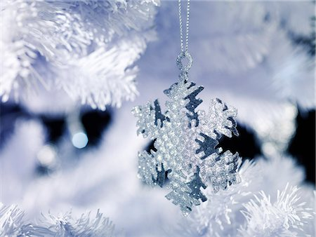snowflakes  holiday - Silver Snowflake Decoration Stock Photo - Premium Royalty-Free, Code: 618-06618219