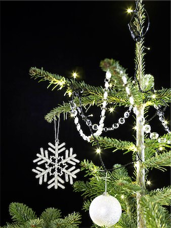Christmastree decorations Stock Photo - Premium Royalty-Free, Code: 618-06618225
