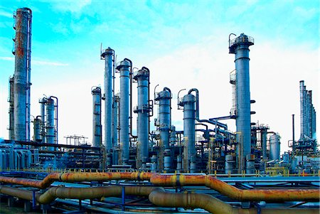 refinery - petrochemical plant at dusk Stock Photo - Premium Royalty-Free, Code: 618-06618467