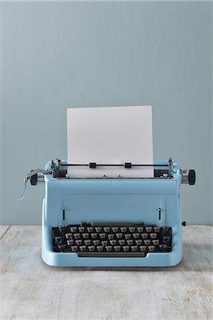 Typewriter with blank paper Stock Photo - Premium Royalty-Free, Code: 618-07458100