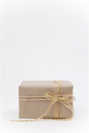 present wrapped close up - Brown paper package with ribbon. Stock Photo - Premium Royalty-Free, Code: 618-07524164