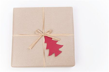 present wrapped close up - Brown paper package with red 'tree' tag. Stock Photo - Premium Royalty-Free, Code: 618-07524167