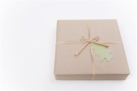present wrapped close up - Brown paper package with green 'tree' tag Stock Photo - Premium Royalty-Free, Code: 618-07524161