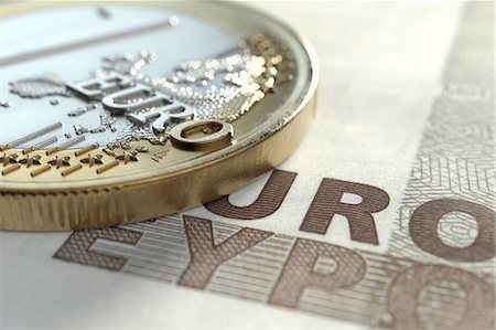 Euro coin on euro note Stock Photo - Premium Royalty-Free, Code: 618-07524227
