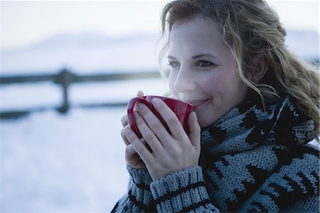 Mid adult woman holding hot drink, winter Stock Photo - Premium Royalty-Free, Code: 618-07612331