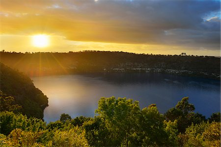 scenic - Crater Lake at Sunrise Stock Photo - Premium Royalty-Free, Code: 618-08067332