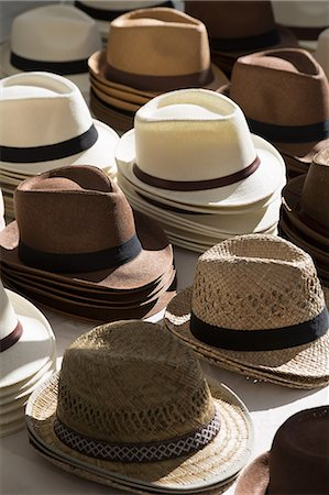 Hats in a market in Eygalières Stock Photo - Premium Royalty-Free, Code: 618-08509995