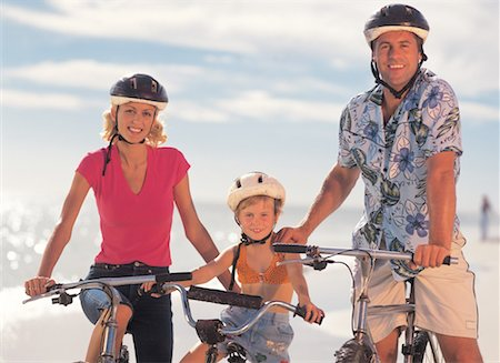 family riding bicycles on the beach Stock Photo - Premium Royalty-Free, Code: 618-00446129