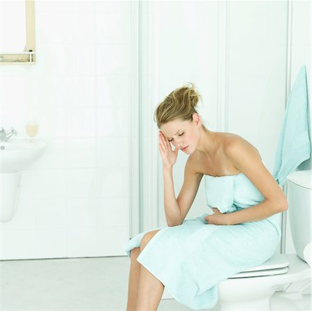 an ill woman in the bathroom Stock Photo - Premium Royalty-Free, Code: 618-00487464