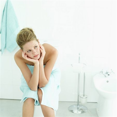 an ill woman in the bathroom Stock Photo - Premium Royalty-Free, Code: 618-00487465