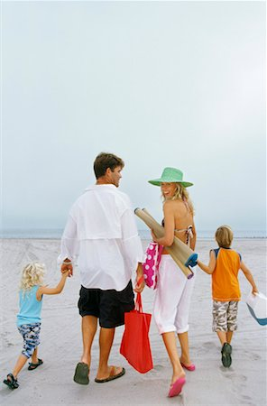 Parents and their children on the beach Stock Photo - Premium Royalty-Free, Code: 618-00830980