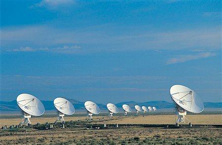 radio telescope - Radar dishes Stock Photo - Premium Royalty-Free, Code: 618-01244253
