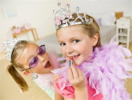 Two girls (6-7) playing dress up Stock Photo - Premium Royalty-Free, Code: 618-02045717