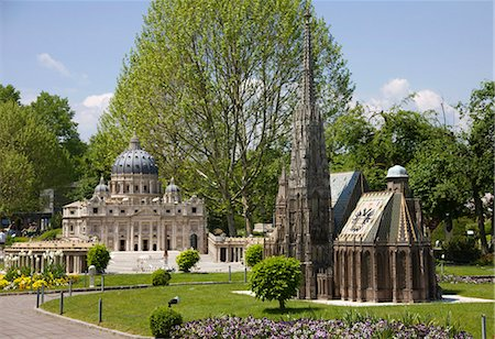 Miniatures of St. Stephan's Cathedral and St. Peter's Basilica at Minimundus Park Klagenfurth, Carinthia, Austria Stock Photo - Premium Royalty-Free, Code: 618-03631495