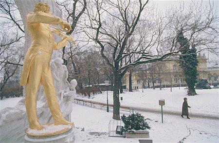 Austria, Vienna, Stadtpark in winter, Johann Strauss monument Stock Photo - Premium Royalty-Free, Code: 610-00800478