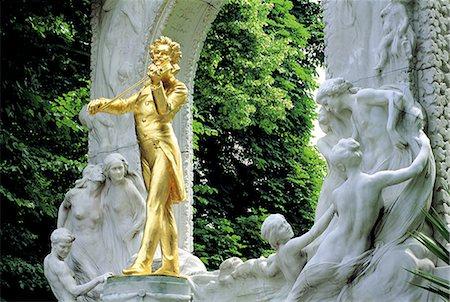 Austria, Vienna, Stadtpark, Johann Strauss monument Stock Photo - Premium Royalty-Free, Code: 610-02373739