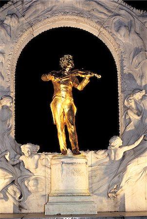 Austria, Vienna, Stadtpark, Johann Strauss monument by night Stock Photo - Premium Royalty-Free, Code: 610-02373756