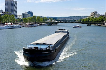 France, Paris (75), Ile de France, pont Mirabeau and barges Stock Photo - Premium Royalty-Free, Code: 610-03810041