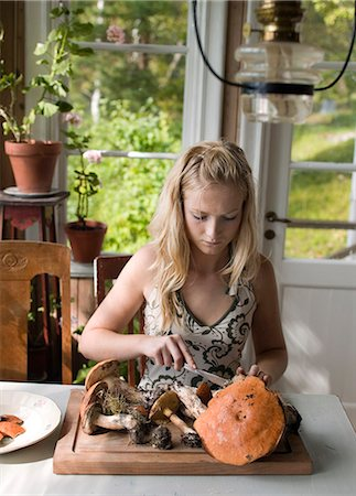 A girl cleaning mushrooms. Stock Photo - Premium Royalty-Free, Code: 6102-03826840