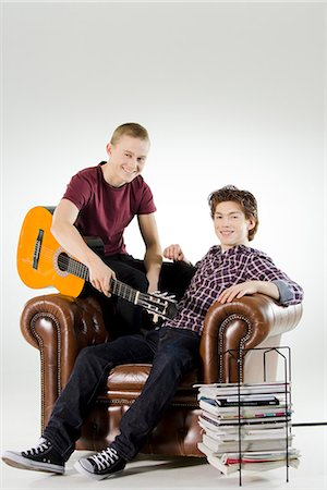 Two teenagers hanging out. Stock Photo - Premium Royalty-Free, Code: 6102-03904652