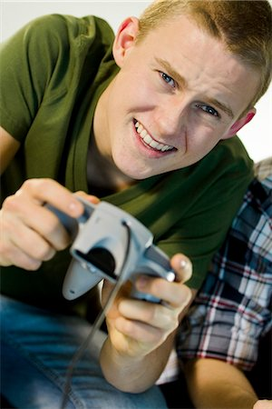 Two teenagers playing a video game. Stock Photo - Premium Royalty-Free, Code: 6102-03904675