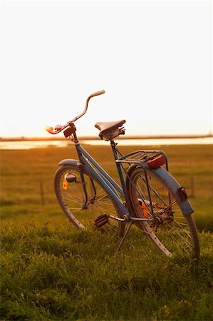 Old-fashioned bike photographed at dusk Stock Photo - Premium Royalty-Free, Code: 6102-05955861