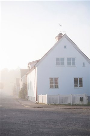 Heat haze in residential district Stock Photo - Premium Royalty-Free, Code: 6102-06336575