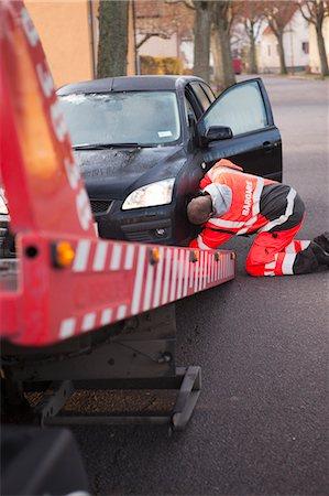 Man preparing car to get towed Stock Photo - Premium Royalty-Free, Code: 6102-06336576
