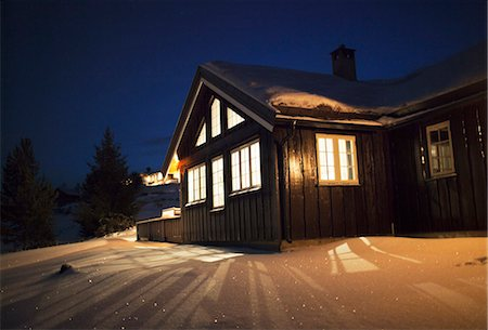 Wooden cabin in snow at night Stock Photo - Premium Royalty-Free, Code: 6102-06336884