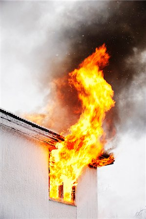 dangerous accident - Flames coming out of window Stock Photo - Premium Royalty-Free, Code: 6102-06337040