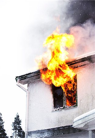 dangerous accident - Flames coming out of window Stock Photo - Premium Royalty-Free, Code: 6102-06337041