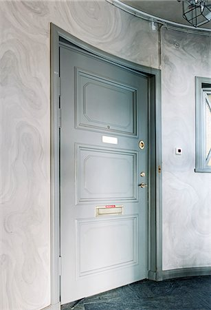 Close entrance door at home Stock Photo - Premium Royalty-Free, Code: 6102-06471028