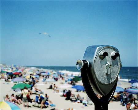 Coin operated binoculars over crowded beach Stock Photo - Premium Royalty-Free, Code: 6102-06471236