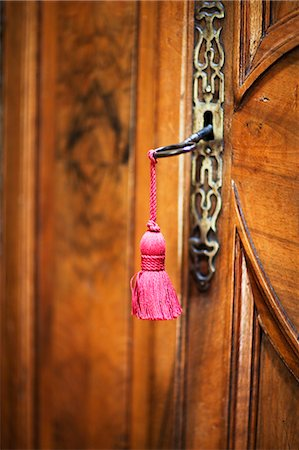 Wooden door with tassel hanging Stock Photo - Premium Royalty-Free, Code: 6102-06777537