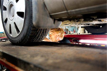 Mechanic in garage Stock Photo - Premium Royalty-Free, Code: 6102-07158121