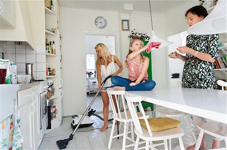 Mother with daughters tidy up Stock Photo - Premium Royalty-Free, Code: 6102-07158137